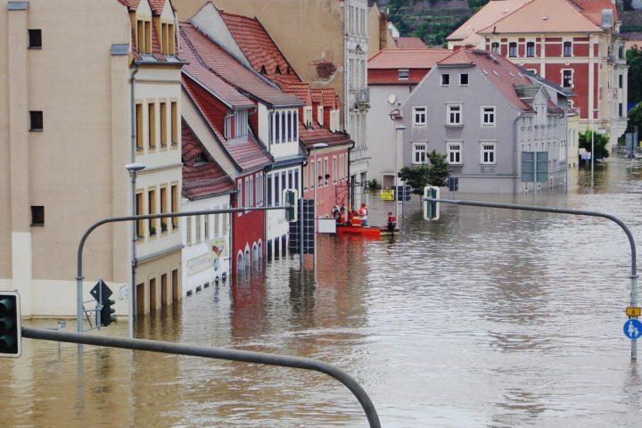 Dom po zalaniu – jak go skutecznie osuszyć?