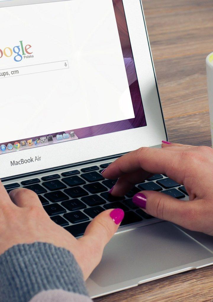 Dodawanie opinii Google, czyli jak poprawić wizerunek firmy w sieci