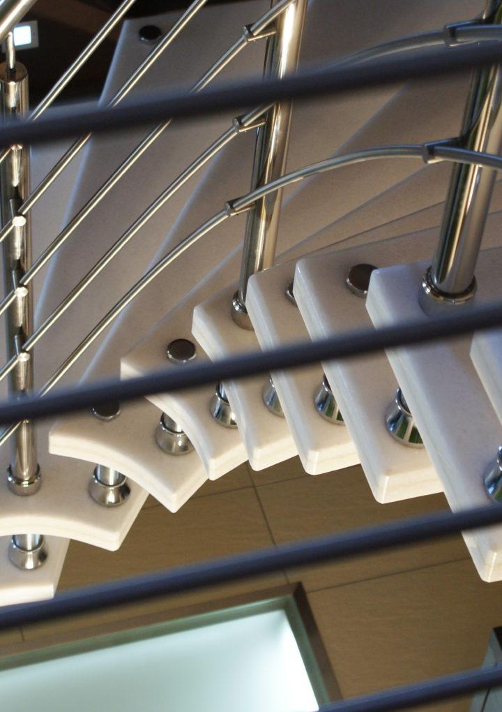 Efektowne schody wewnętrzne – schody z marmuru